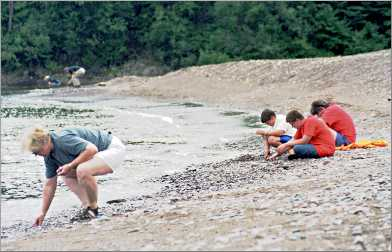 Agate hunters on Minnesota's Beaver River.