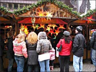 A kiosk at Christkindlmarket.