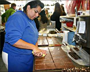 Cutting fudge in Chicago.