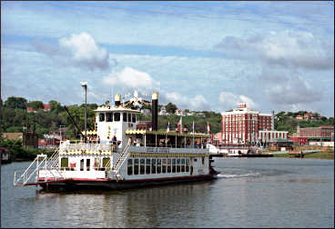 A paddlewheeler leaves the harbor in Dubuque.