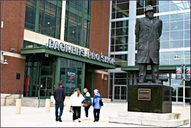 A statue of Vince Lombardi in Green Bay.