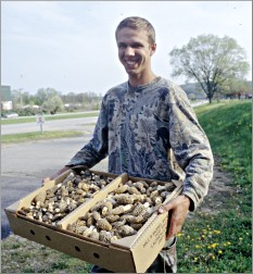 A morel hunter brings his booty to sell in La Crescent.