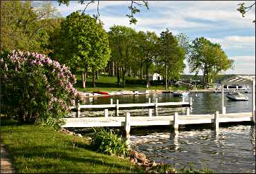 A pretty bay on Geneva Lake.