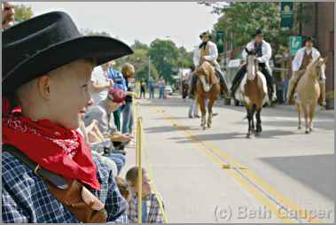 Boy watches Madelia Jesse James re-enactment.
