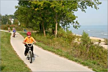Bicyclists on the Mariners Trail near Manitowoc.