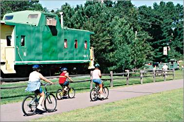 Bicyclists ride through Nisswa on the Paul Bunyan State Trai