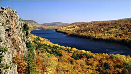 The Porcupines' Lake of the Clouds in autumn.